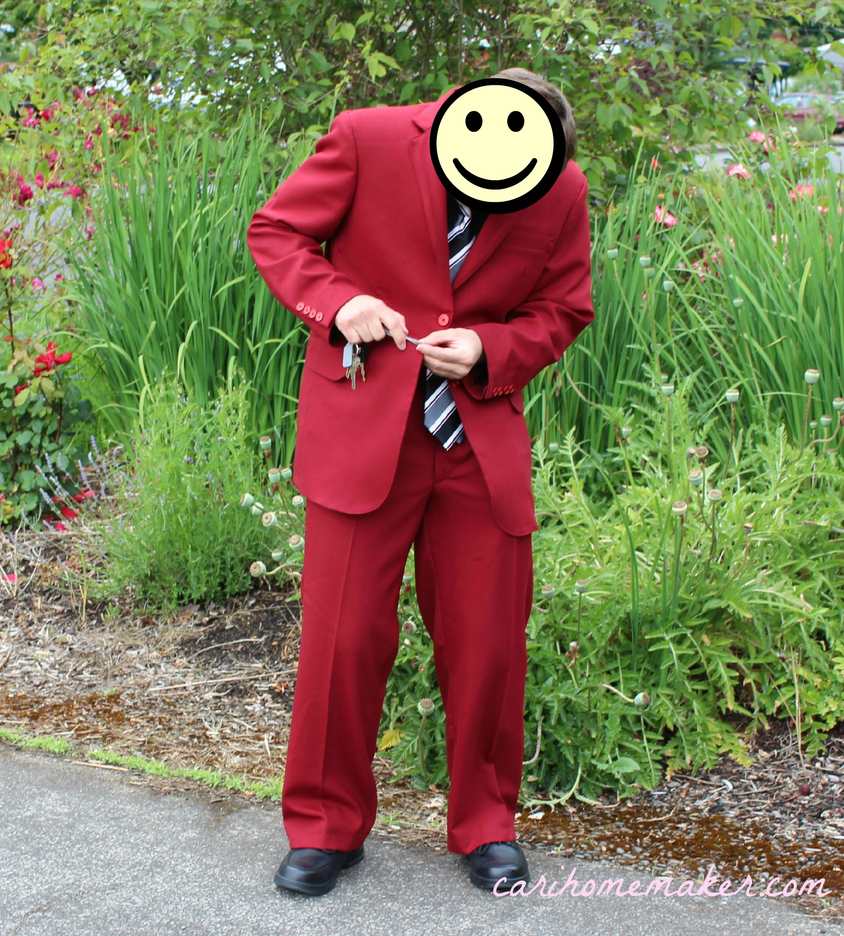 Red suit attacking buttonhole